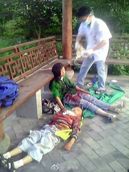 Little Chinese Boy Stops Suicidal Mom Even After She Cut His Neck