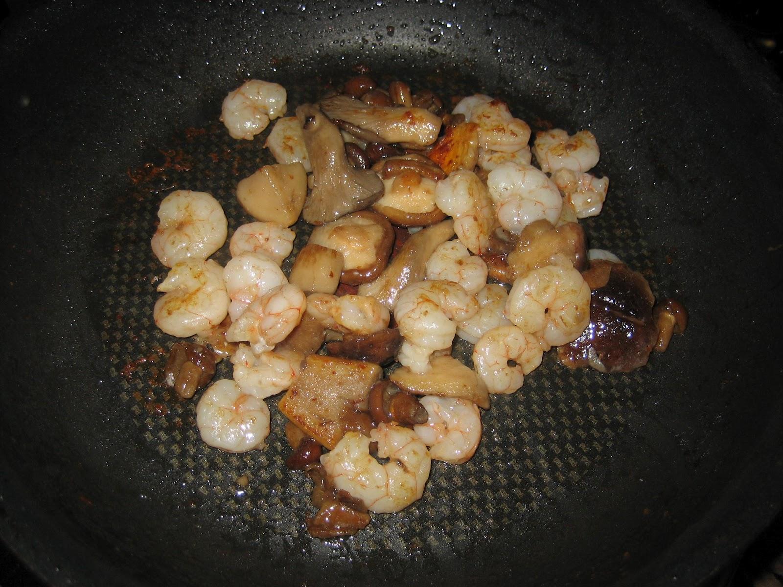 Cocina con lara crestas con setas y gambas for Como se cocinan las setas