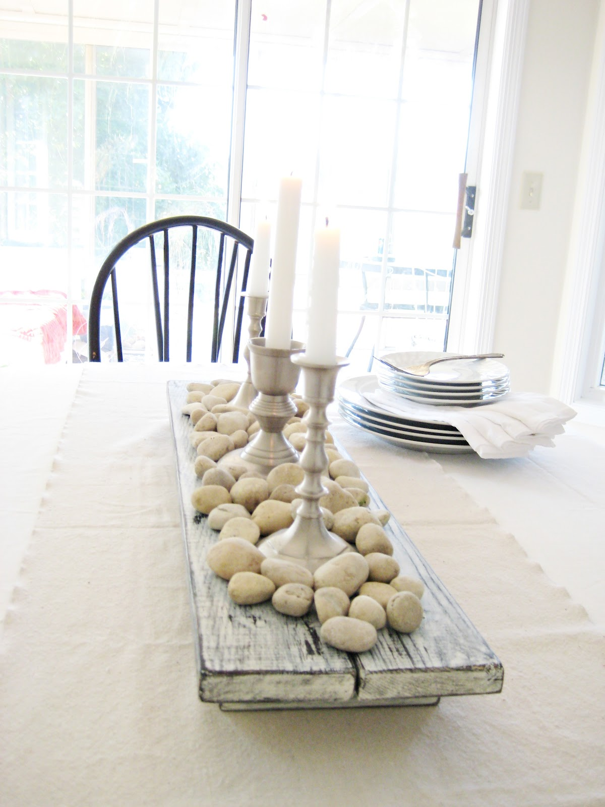Happy at home diy rustic farmhouse centerpiece for Centerpieces for wood dining table