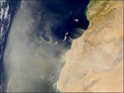 Warum ziehen Tropische Tiefs oder Stürme von Afrika aus (fast) immer nach Westen über den Atlantik?, Saharastaub über dem Atlantik, Atlantik, Wissenswertes Sturm und Hurrikan, Video, NASA, Terra Satellit