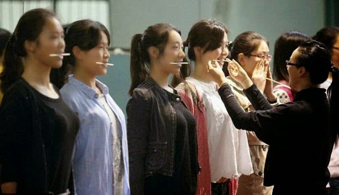 "Keunikan Remaja China Belajar ""Senyum"""