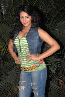 Kannada_Heroine_Ragini_Dwivedi_Latest_Hot_Photo_Shoot_Gallery_06.jpg