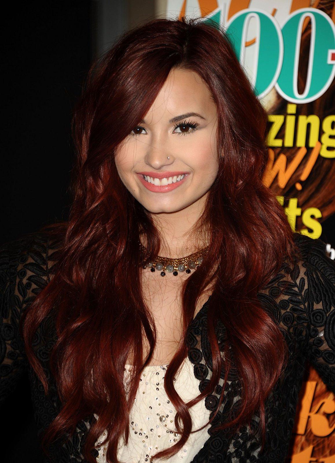 Baño De Color Rojo En Pelo Castano:Demi Lovato