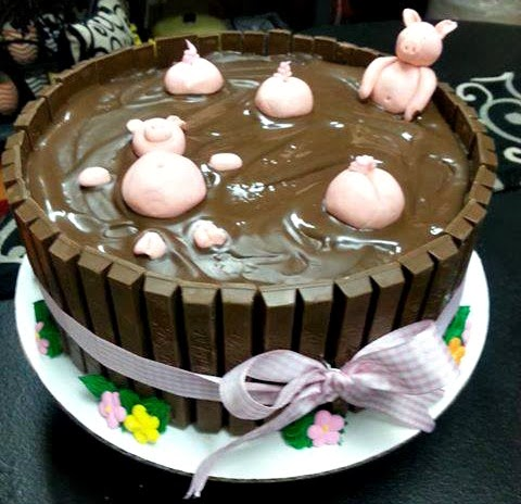 pigs kit kat birthday cake