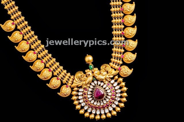 very goold mango haram design with flat diamond locket