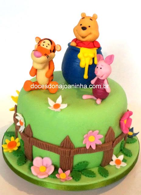 Bolo Ursinho Pooh dentro do pote de mel com seus amigos Tigrão e Leitãozinho.