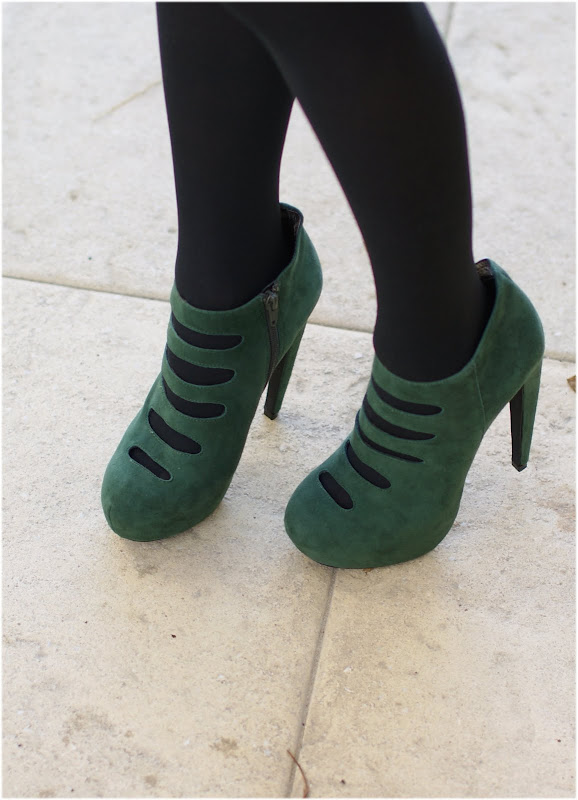 Jeffrey Campbell Le chic green suede pumps