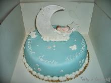 Tort  z bobasem śpiącym na księżycu