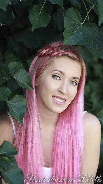 Lilith Moon: How to color your hair pink