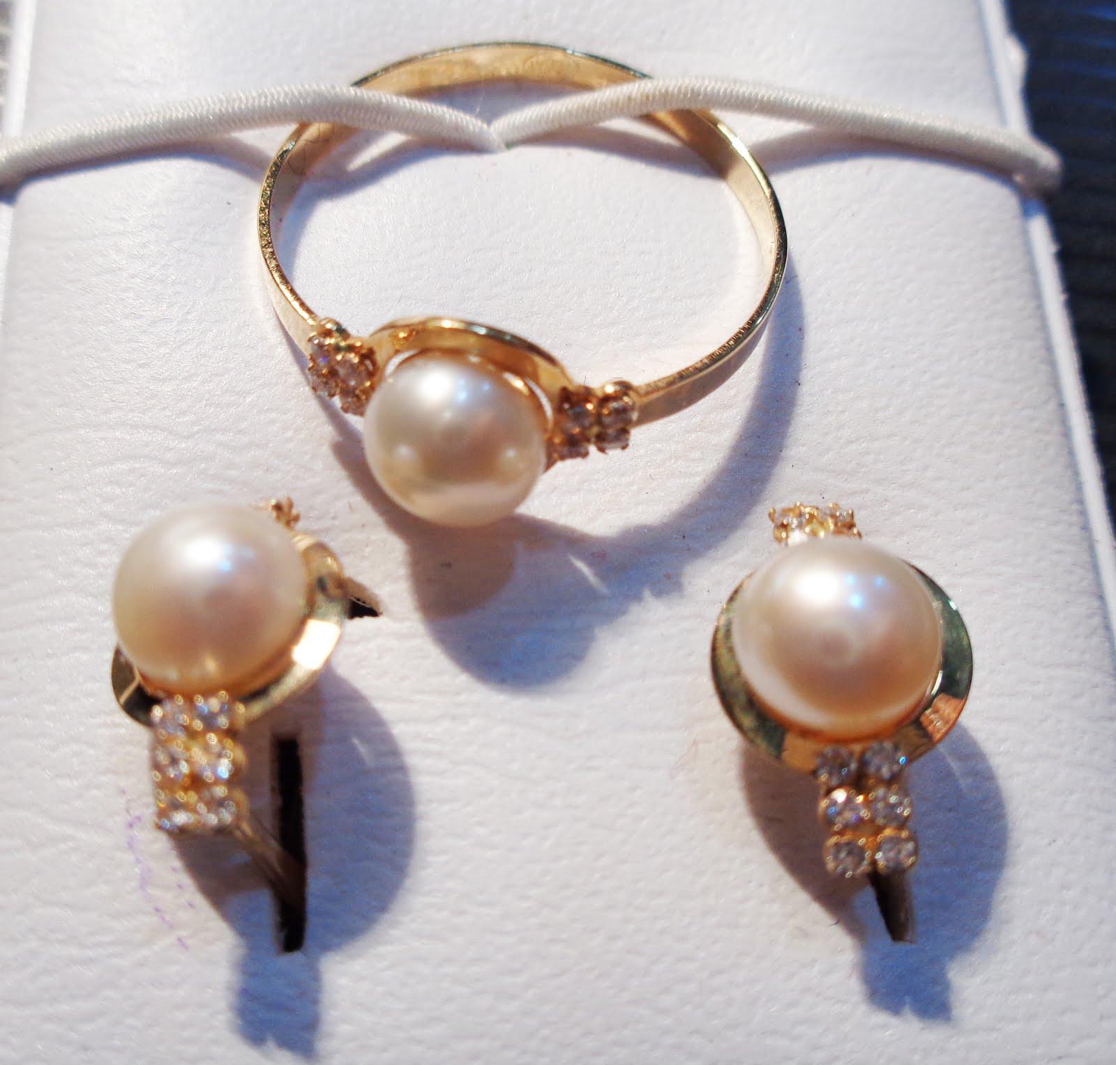 Juego de pendientes de perlas y circonitas