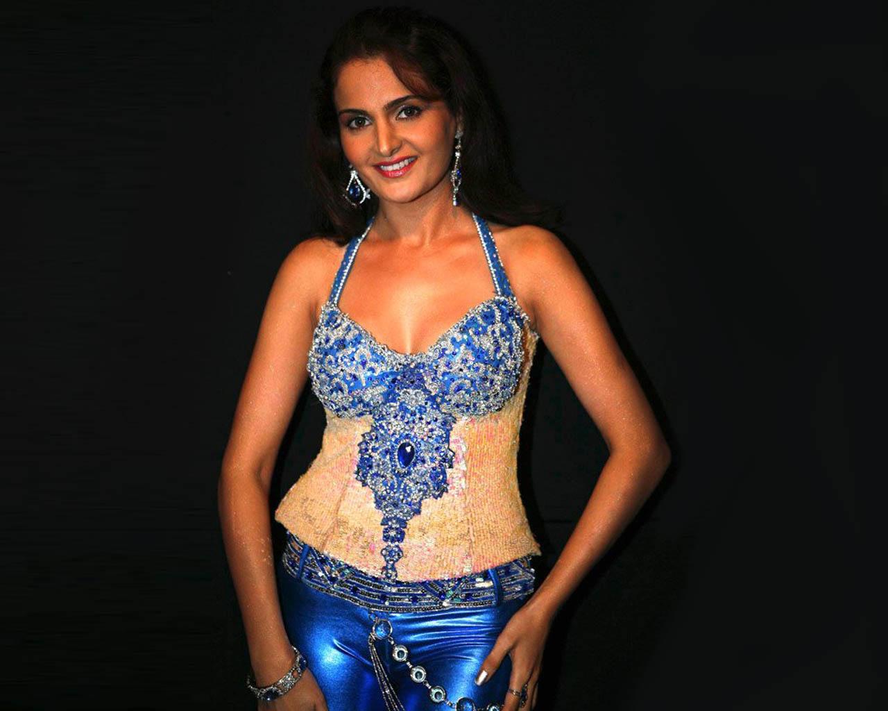 http://4.bp.blogspot.com/-1QT-TRr9TKU/TatXZ6Pv6xI/AAAAAAAAI3Y/mRhlq9bz95c/s1600/Monica-Bedi-5.jpg