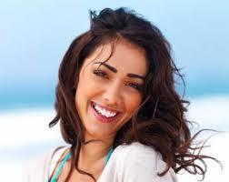 متى يزداد جمال المرأة فى عيون الرجل - امرأة فتاة جميلة تضحك - pretty beautiful woman girl laugh