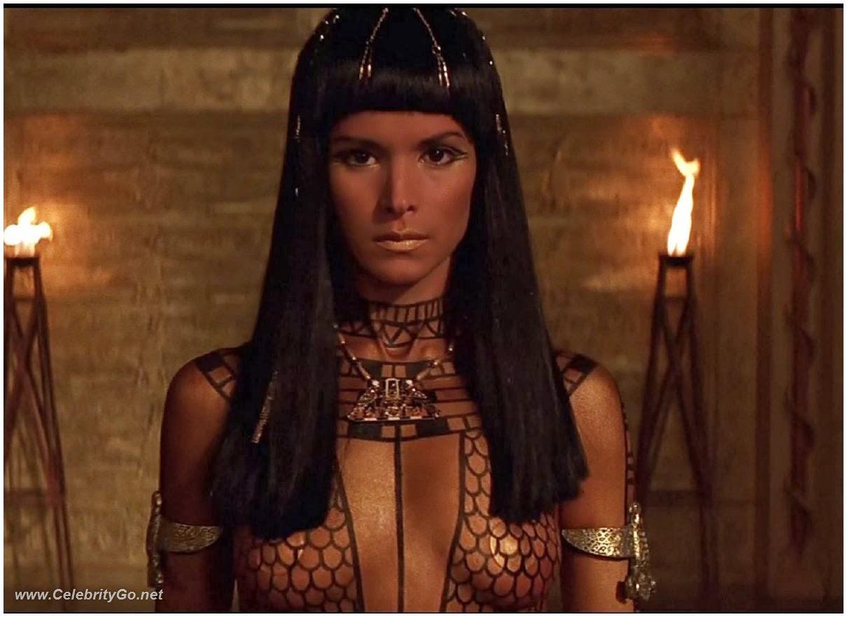 patricia-velasquez-mummy-naked