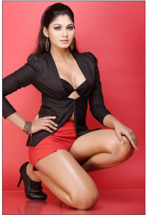 Shruthi Reddy Latest Hot Spicy Photoshoot Stills   Ur Tamil Cinema