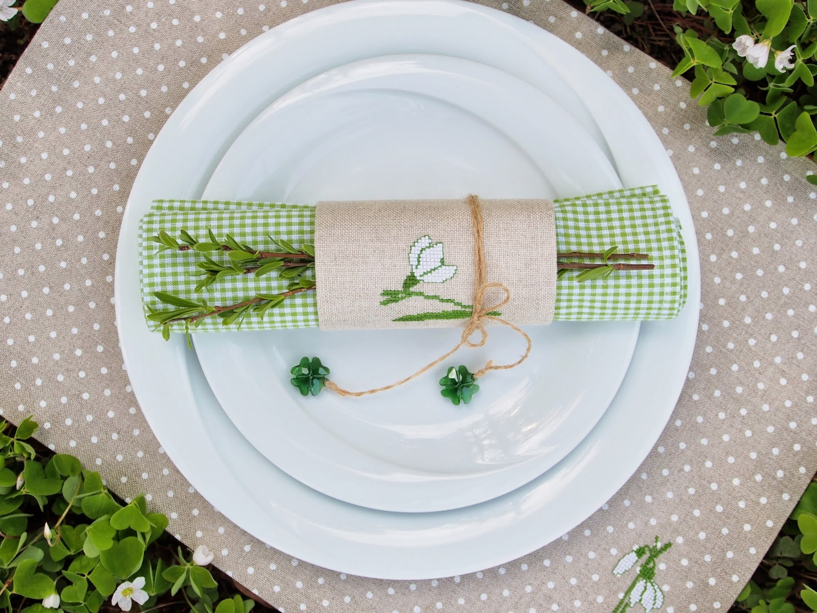 napkin settihn table easter
