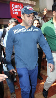 Salman Khan & Sonakshi at Cafe Coffee day