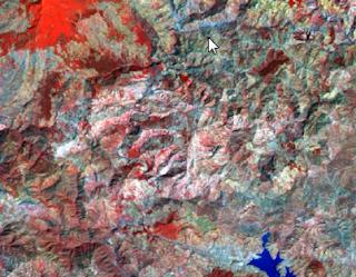 معالجة وتحليل صور الأقمار الصناعية Satellite Imagery والتحليل الرقمي للصور بصفة عامة. وقد شمل الدرس كذلك على أسباب اختلاف الألوان بعد تغيير القنوات والفرق بين ألوان الطيف المرئي True colors والألوان الزائفة False colore. كما قدمت مثالا حول الألوان والتركيبة اللونية التي يمكن دراسة الغطاء النباتي من خلالها وكذلك التركيبة اللونية المناسبة لدراسة الحرائق. تقديم عام لنظام الألوان الخاص بالحاسوب RGB و نظام الألوان الخاص بالطباعة CMYK  ثم تقديم عام للنطاقات الطيفية المكونة لصور الأقمار الصناعية لاندسات Landsat TM ثم تحديد التركيبة