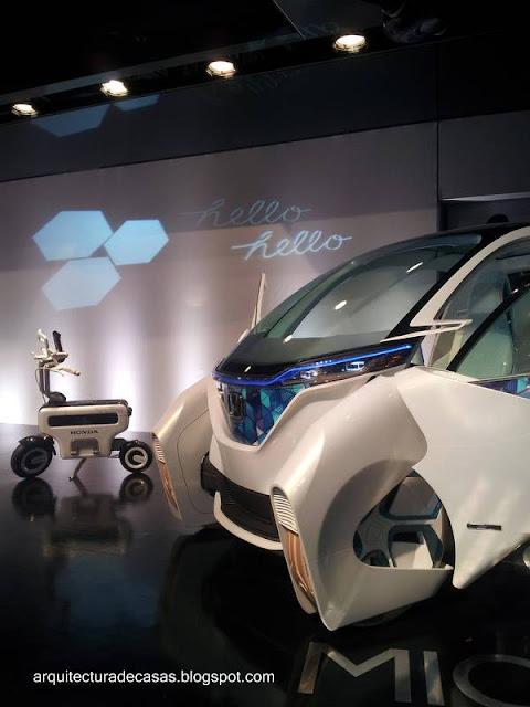 Dos vehículos eléctricos conceptuales para uso en la ciudad
