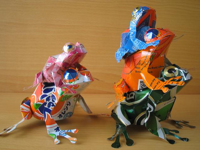 Japonês cria esculturas usando latinhas de cerveja e refrigerante
