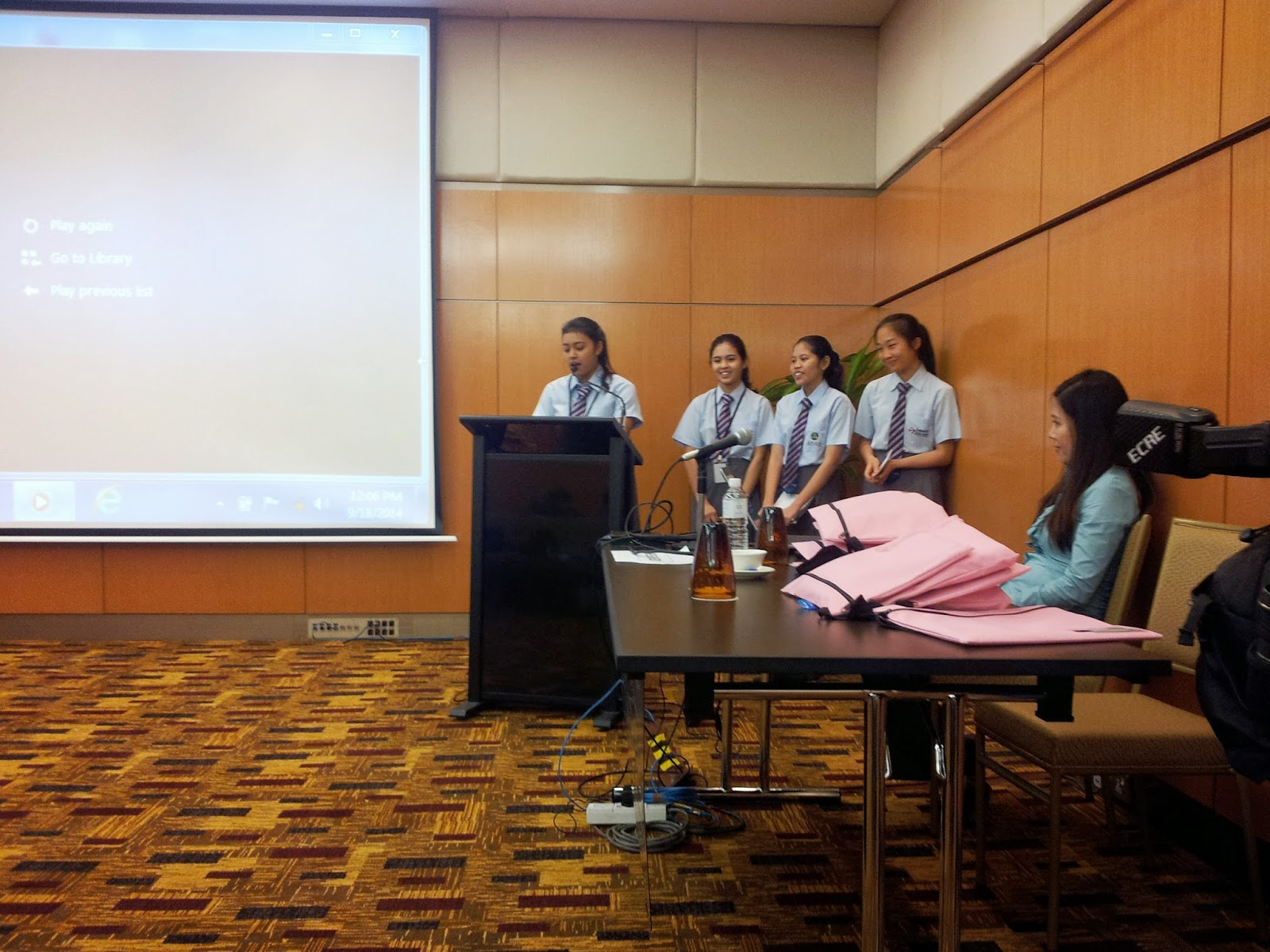 pembentangan daripada kumpulan Sekolah Bestari Asia Pasifik