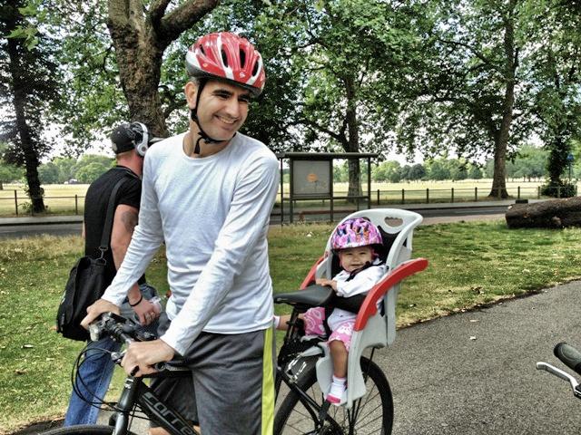 Nacho y Sakura en bici
