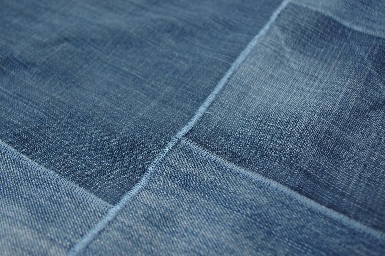 grueneblume Zwei Jeans  ein Teppich