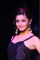 Alia Bhatt Spicy Blue Short Gown lovely Smile 0 Abharan Jewellers IIJW 2013