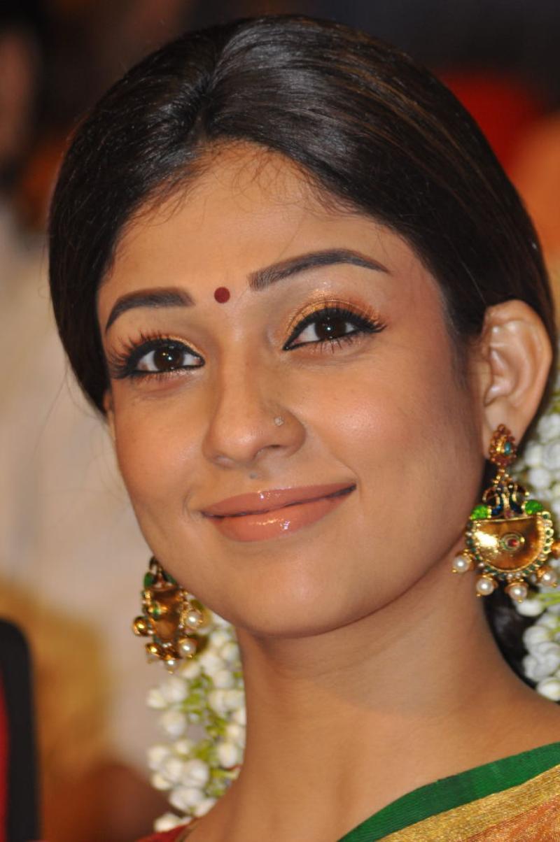 tamil movie actress nayantara latest cute saree photos cine gallery