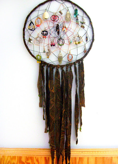 DIY Dream Catcher Earring Display