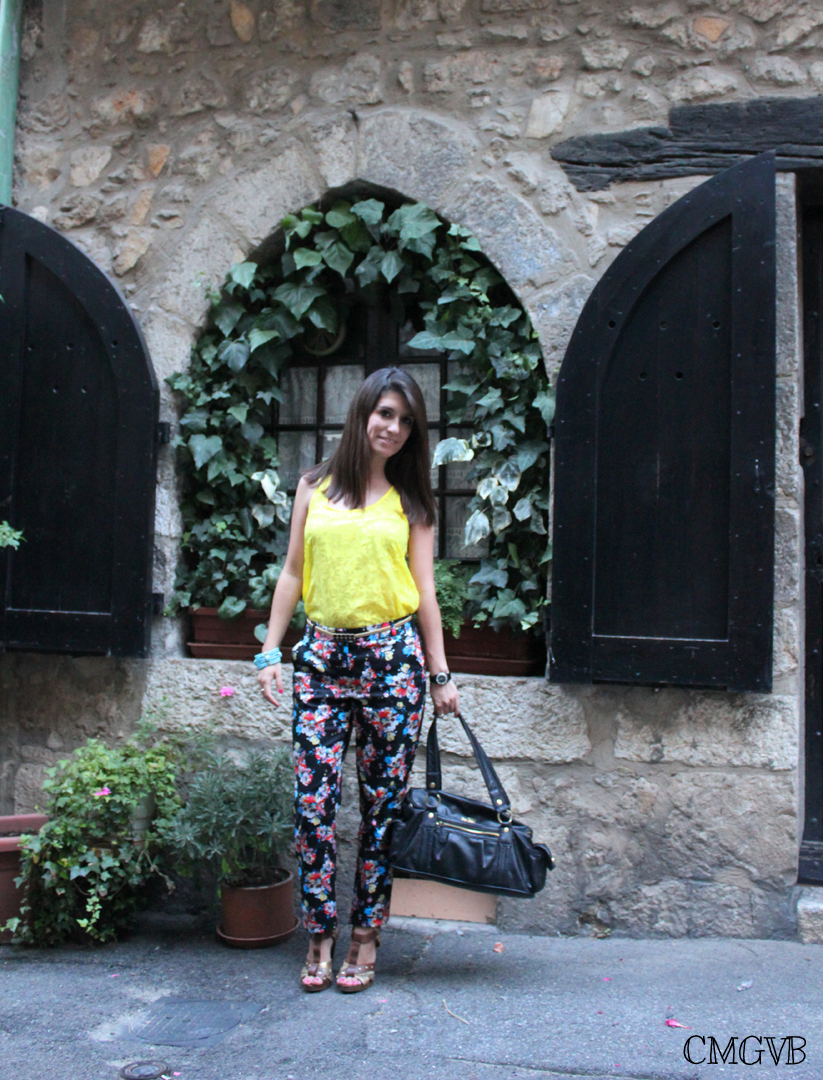 diana dazzling, dazzling, fashion blogger, fashion, blog,  cmgvb, como me gusta vivir bien, Vence, Saint Paul de Vence, floral pants, fluor tank, cote d'azur, Coach