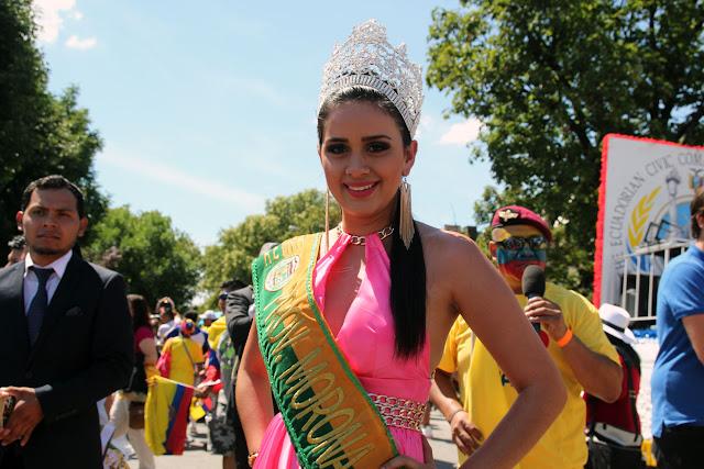 desfile ecuatoriano de Queens - grupo musical ecuatoriano femenino