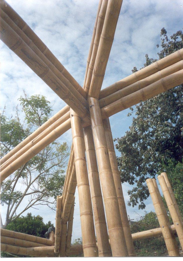 Guadua y madera dise o y construcci n la construcci n en for Como construir un kiosco de madera