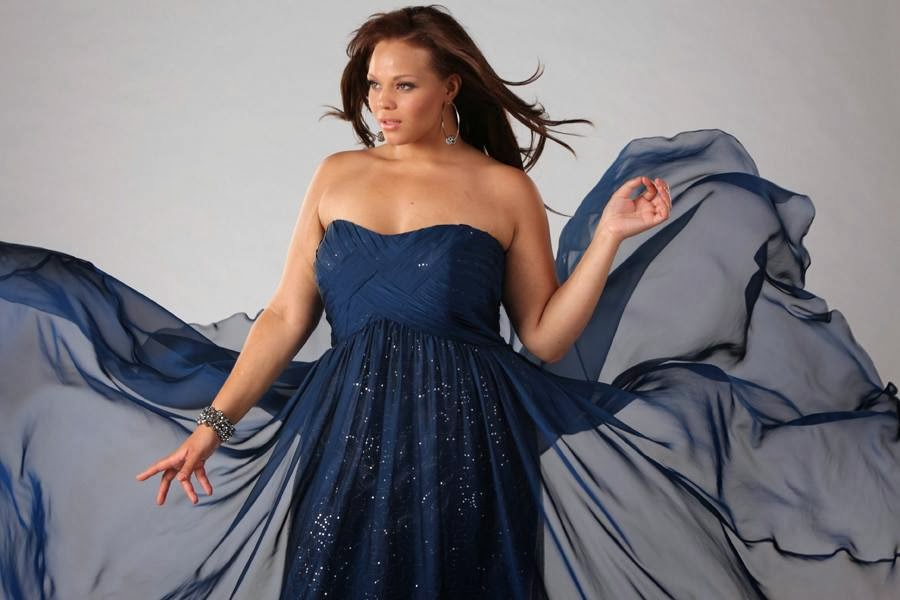 Dream Girl Formal Strapless Gown In Navy From Sydneyu0027s Closet