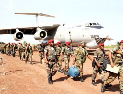 Angola: Presidente felicita missão militar que regressou da Guiné-Bissau