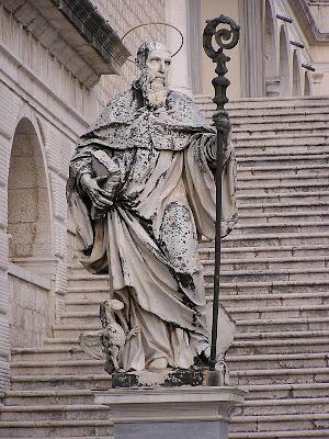 São Bento, pai dos monges de Ocidente,  alma fundadora da Cristandade medieval.  Estátua em Montecassino, Itália