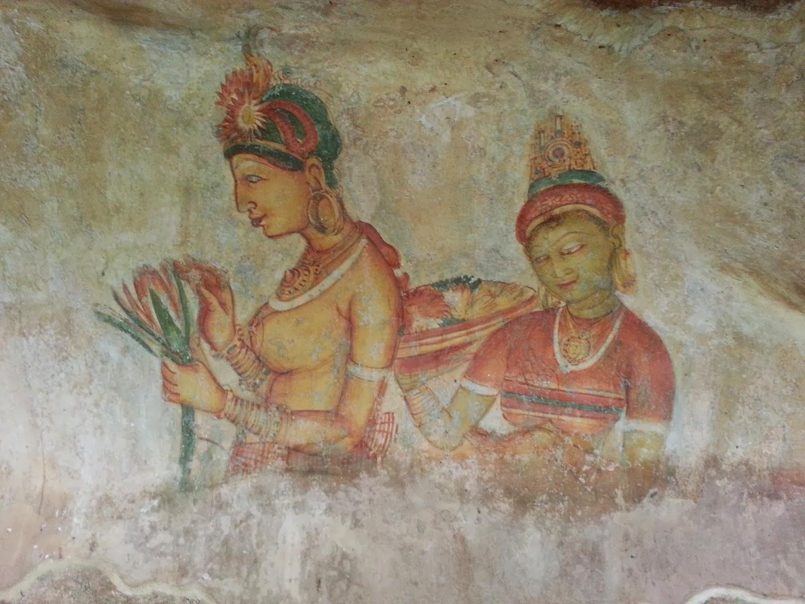 Девушка обнаженной грудью держит цветы, сзади стоит служанка, блюдо фруктов, фрески Сигирии, Шри-Ланка