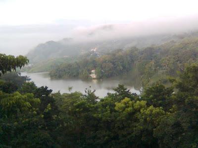 Las Cumbres Lake