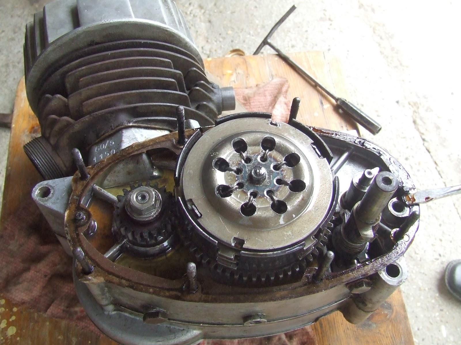 Egy 500 napos motortura 750 - M G 1977 Ben Bar Tomt L Kaptam Egy V Konyfal Hengerperselynek Val Anyagot 54 Es Alapm Ret 112 Mm Hossz S G 59 Es K Ls M Ret Cs