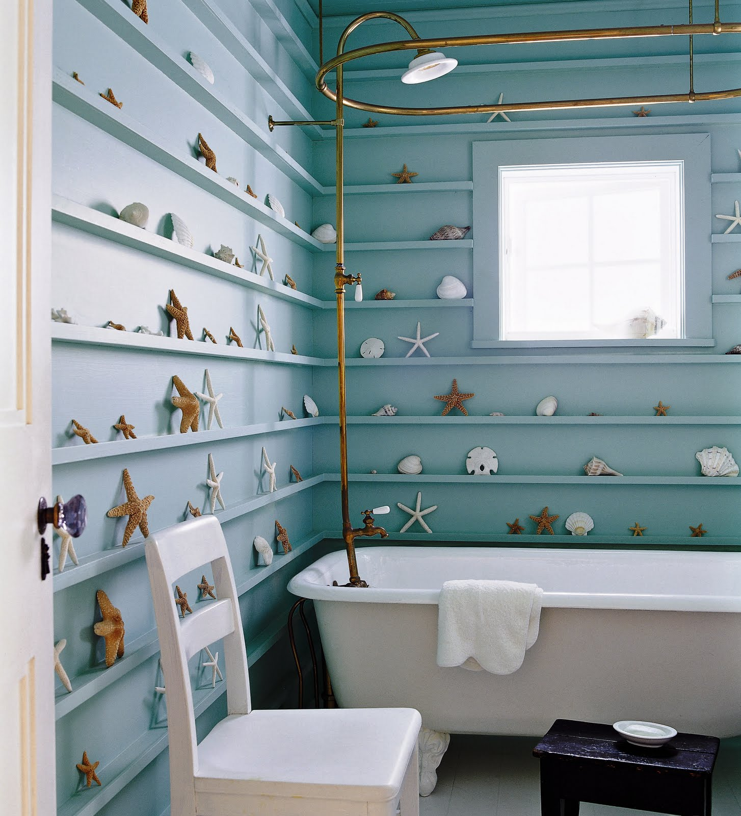 Ez decorating know how bathroom designs the nautical for Beach themed bathroom decor