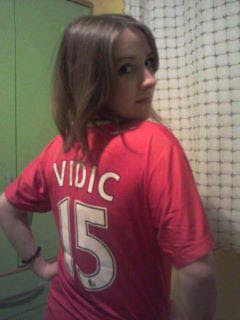 Manchester United girl with Vidic shirt