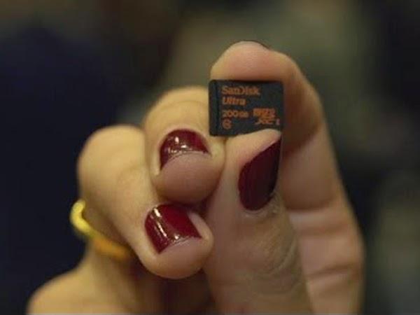 Luar Biasa, Micro SD Sekecil Kuku ini Berkapasitas 200 GB