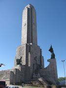 . Manuel Belgrano enarboló e izó por primera vez la Bandera Argentina, . monumento la bandera