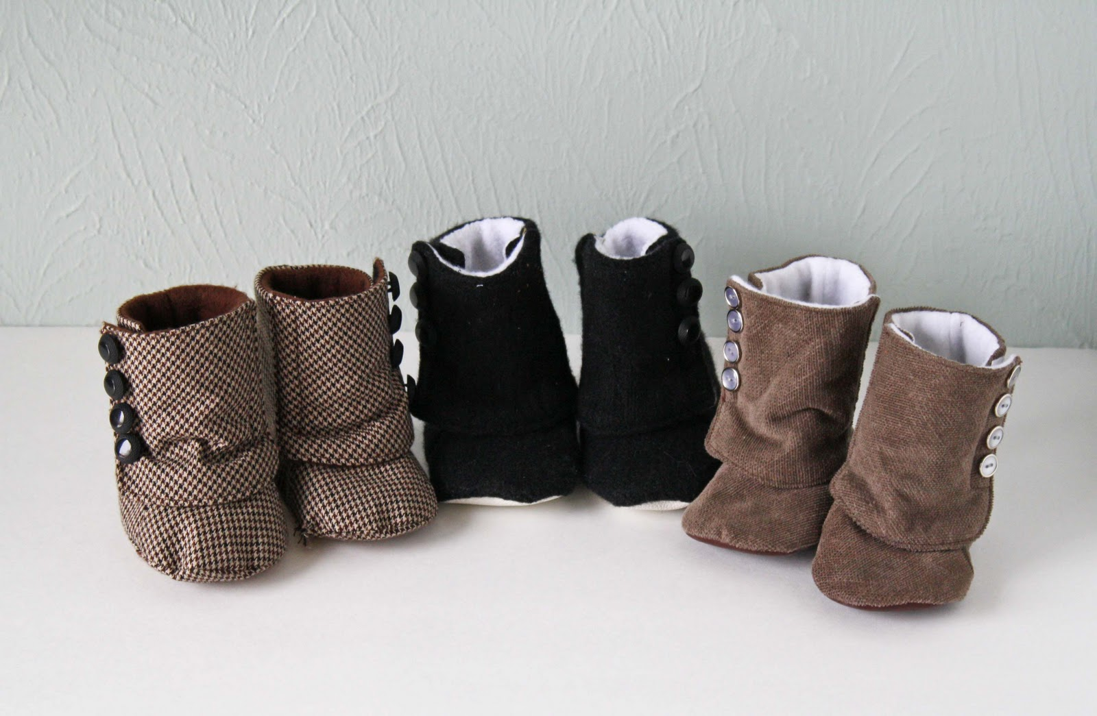 I've rounded up 8 different tutorials to make your own baby shoes. The free DIY tutorials include everything from darling ballet shoes to sandals to traditional booties. Any of these would make.