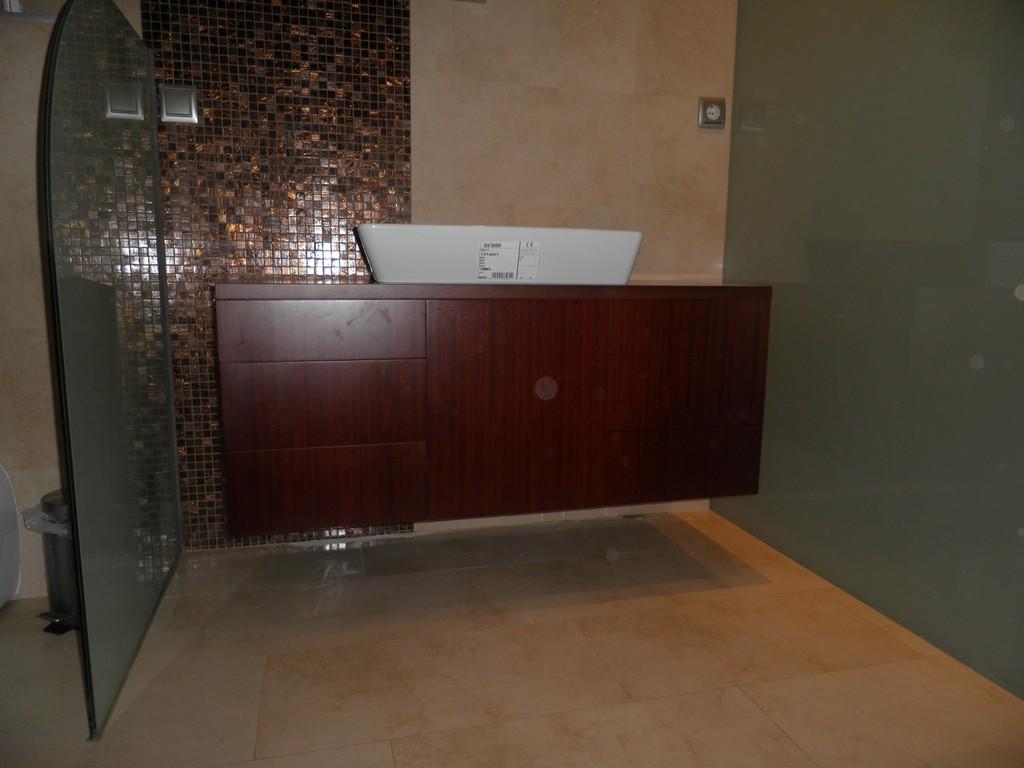 Muebla para cuarto de ba o en madera de iroco muebles for Muebles de bano zaragoza