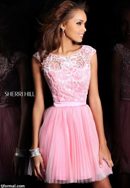 къса розова рокличка с дантела и плисирани поли