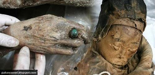 Misteri Mumia Berusia 700 tahun Memakai Cincin Batu Akik