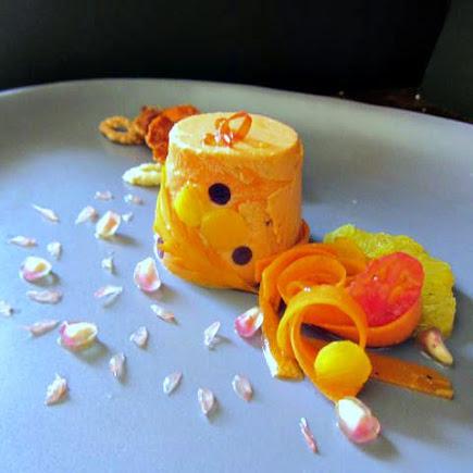 La bavarese di pomodoro, l'insalata di carote, melograno e agrumi