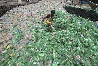 Local em que as garrafas de plástico vão parar