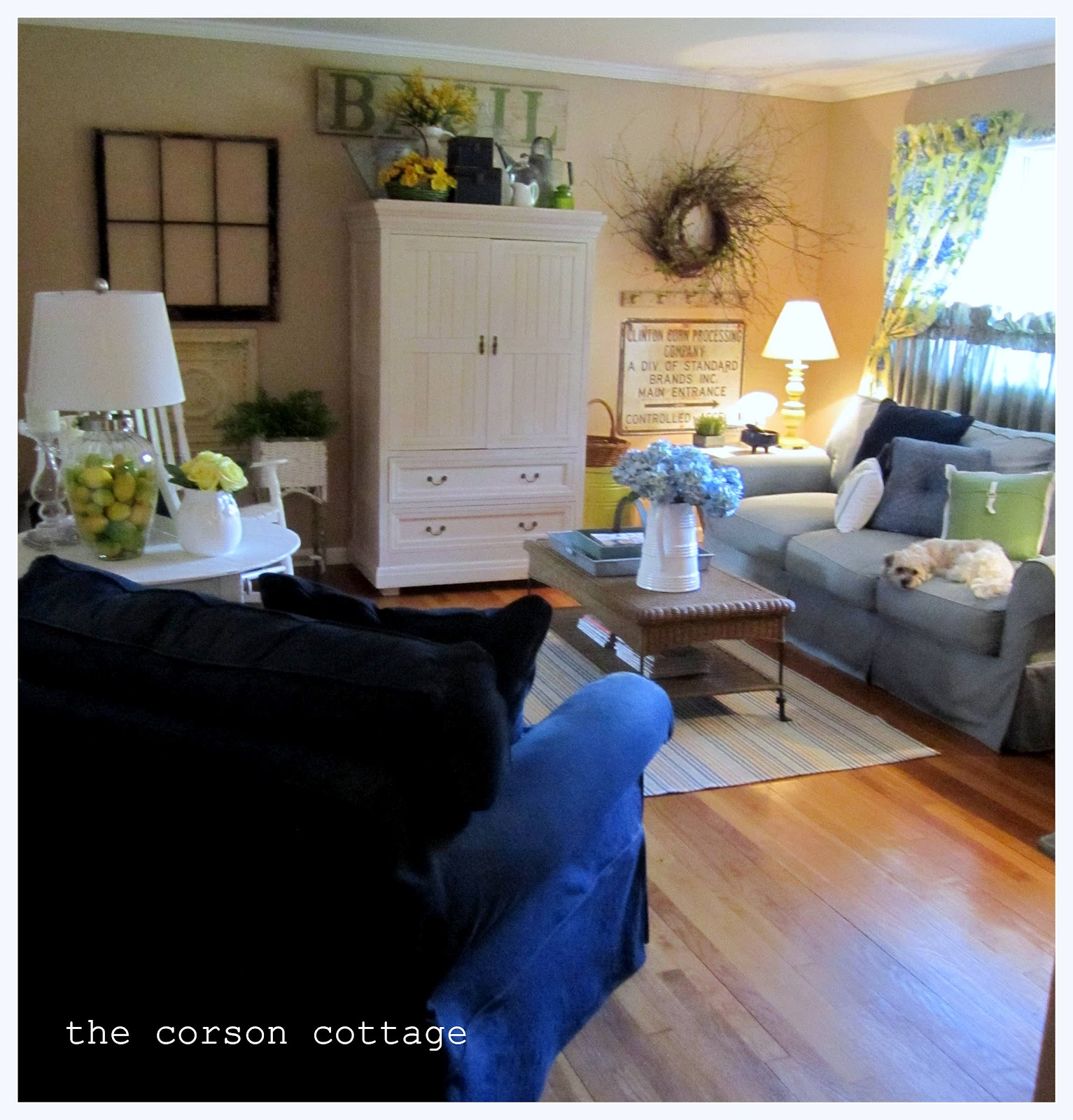 the corson cottage featured country cottage living room