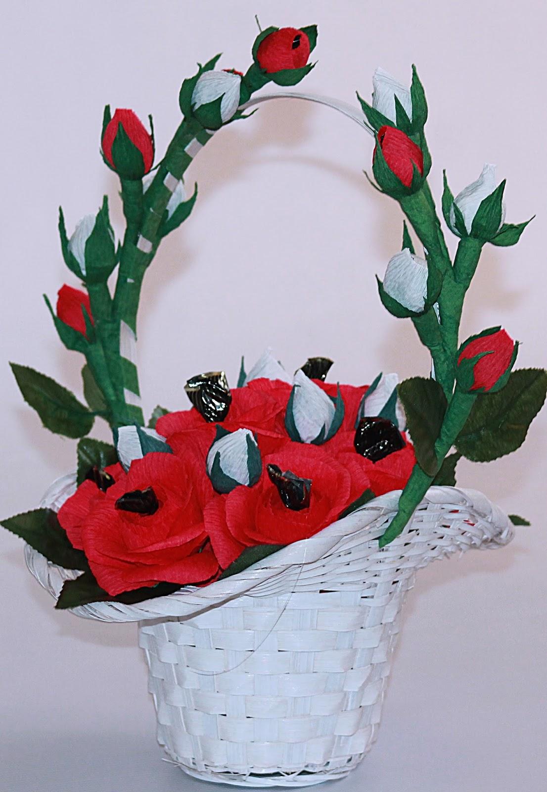 Фото цветов из гофрированной бумаги в корзине